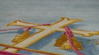 Le tapis monumental du cœur de Notre-Dame de Paris a été sauvé par le Mobilier national, au prix d'une opération de sauvetage de plusieurs mois. (FRANCE 3)