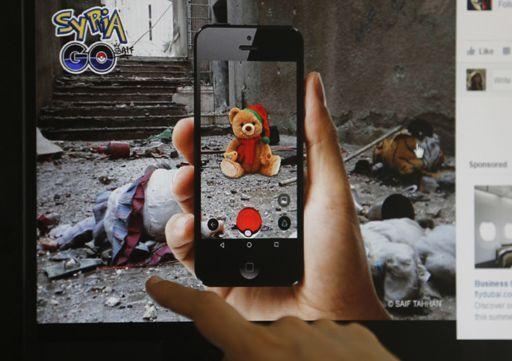 Le photographe syrien Khaled Akil a utilisé la frénésie autour dePokémon Gopour sensibiliser l'opinion publique sur le conflit qui déchire son pays. (JOSEPH EID / AFP)