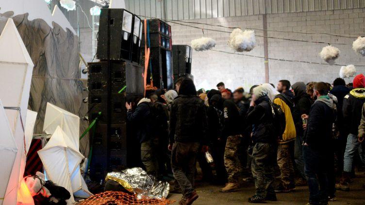 Des fêtards réunis lors d'une rave party à Lieuron(Ille-et-Vilaine), vendredi 1er janvier 2021. (MARC OLLIVIER / MAXPPP)