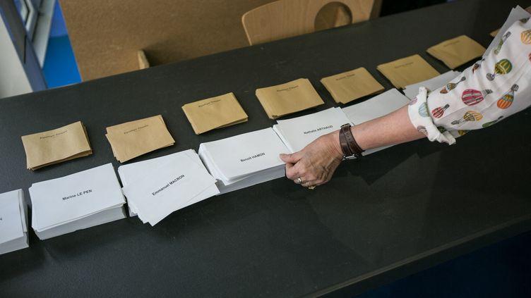 Un bureau de vote lors du premier tour de l'élection présidentielle, le 23 avril 2017, à Bordeaux (Gironde). (CONSTANT FORME-BECHERAT / HANS LUCAS / AFP)