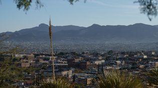 El Paso (Texas, Etats-Unis) et Ciudad Juarez (Mexique), où plusieurs corps pieds et poings liés ont été retrouvés, le 24 octobre 2020. (PAUL RATJE / AFP)