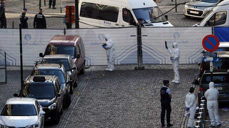 (Le site de la fusillade passé au crible par la police scientifique © REUTERS | Eric Vidal)