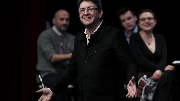 Jean-Luc Mélenchon fait un discours lors d'un meeting au Mans, dans la Sarthe, le 11 janvier 2017.   (JEAN-FRANCOIS MONIER / AFP)