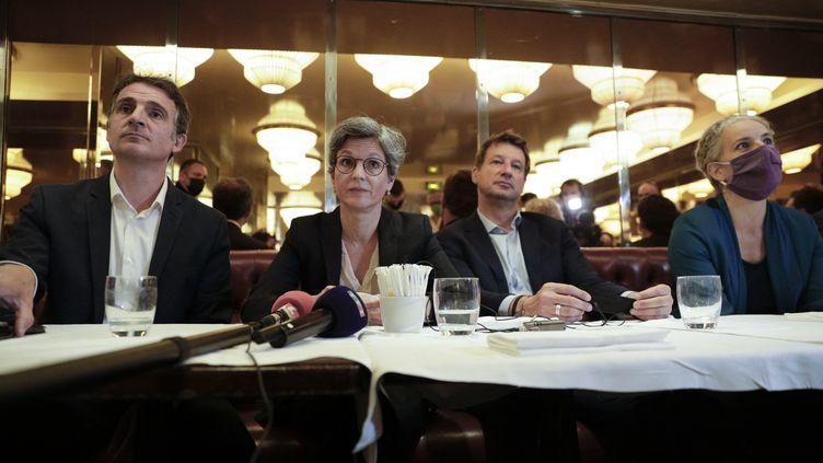 Eric Piolle, Sandrine Rousseau, Yannick Jadot et Delphine Batho, candidats à la primaire écologiste pour la présidentielle de 2022, le 12 juillet 2021 lors d'une conférence de presse à Paris. (GEOFFROY VAN DER HASSELT / AFP)