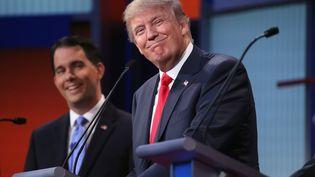 Donald Trump (à droite), lors du débat des primaires républicaines, jeudi 6 août à Cleveland (Etats-Unis). (CHIP SOMODEVILLA / GETTY IMAGES NORTH AMERICA / AFP)