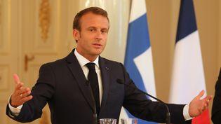 Le président de la République, Emmanuel Macron, lors d'une conférence de presse à Helsinki (Finlande), le 30 août 2018. (LUDOVIC MARIN / AFP)