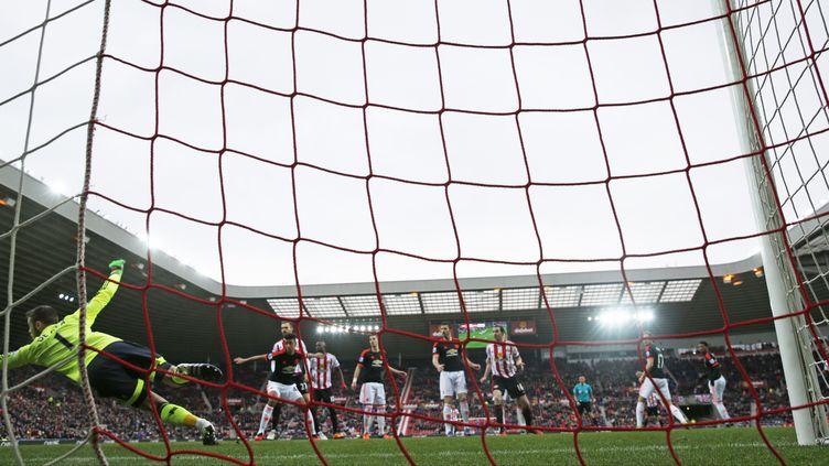 David De Gea, le gardien de Manchester United, s'incline sur un coup franc de Wahbi Khazri (Sunderland). (? REUTERS STAFF / REUTERS / X01095)