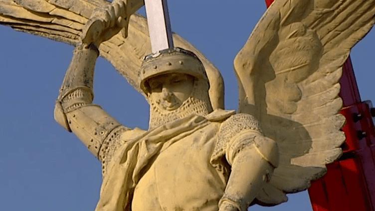 L'archange du Mont Saint-Michel à son arrivée en Dordogne  (Copie d'écran France 3 / Culturebox)