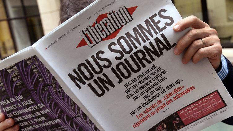 """La une de """"Libération"""", en crise, le 8 février 2014. (PIERRE ANDRIEU / AFP)"""