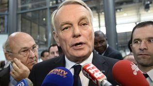Le Premier ministre Jean-Marc Ayrault, le 29 novembre 2013 à Paris, au salon Jeunes d'avenirs. (BERTRAND GUAY / AFP)