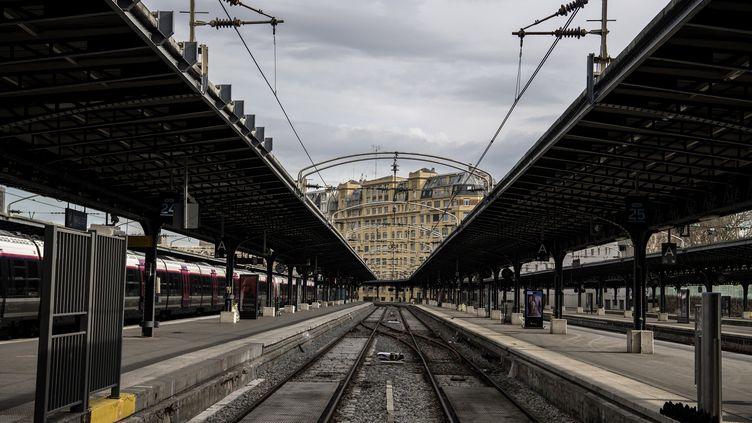 Les quais vides de la gare de l'Est en raison de la grève à la SNCF, le 3 avril 2018, à Paris (CHRISTOPHE ARCHAMBAULT / AFP)