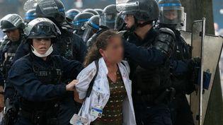 L'infirmière a été interpellée lors de la manifestation des soignantsà Paris, le 16 juin 2020. (ESTELLE RUIZ / HANS LUCAS / HANS LUCAS VIA AFP)