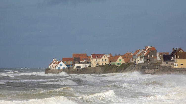 Le village d'Audresselles, sur la côte d'Opale (Pas-de-Calais), lors d'une tempête, le 28 septembre 2019. (LECLERCQ OLIVIER / AFP)
