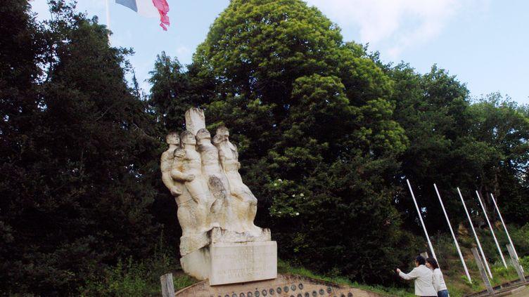 Le mémorial dédié aux 27 résistants français fusillésdans le camp d'internement de Châteaubriant (Loire-Atlantique), parmi lesquels Guy Môquet et de nombreux autres communistes, ici le 31 mai 2007. (FRANK PERRY / AFP)