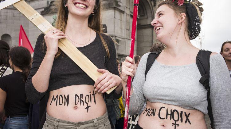 Manifestation en faveur de l'égalité de l'accès à l'avortement le 29 septembre à Bruxelles (WIKTOR DABKOWSKI / MAXPPP)