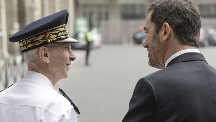 Didier Lallement et le ministre de l'Intérieur, Christophe Castaner, le 23 mars 2020, à Paris. (GEOFFROY VAN DER HASSELT / AFP)