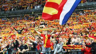 (Malgré la situation sportive et financière délicate de leur club, les supporters lensois continuent de soutenir leur équipe © MaxPPP)