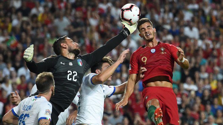 André Silva buteur face à l'Italie (FRANCISCO LEONG / AFP)