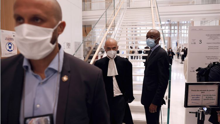 """Richard Malka, l'avocat de """"Charlie Hebdo"""", arrive au tribunal judiciaire de Paris le 2 septembre 2020, premier jour du procès des attentats de janvier 2015. (Thomas COEX / AFP)"""