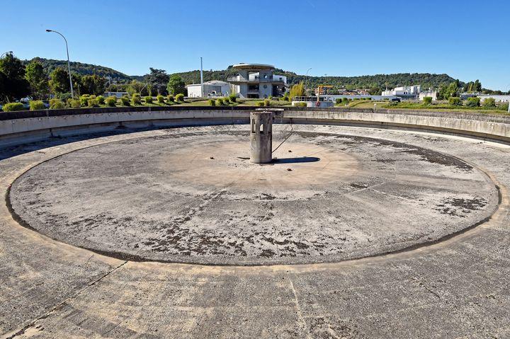 La station de traitement des eaux du Grand-Nancy, à Maxéville,le 4 septembre 2019. Des travaux de construction des deux nouveaux digesteurs de boues d'épuration sont en cours en 2021 pour installer deux unités de méthanisation pour produire du biogaz. (CEDRIC JACQUOT / MAXPPP)