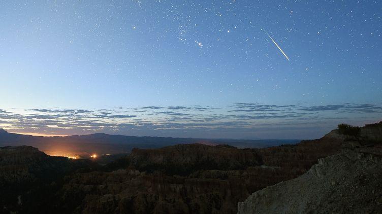 Une étoile filante dans le ciel de l'Utah (Etats-Unis), le 12 août 2016. (ETHAN MILLER / GETTY IMAGES NORTH AMERICA / AFP)