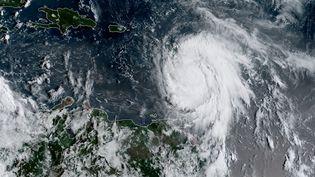 """L'ouragan Maria est désormais de catégorie maximale 5, devenant """"potentiellement catastrophique"""", selon le Centre national des ouragans (NHC) américain. (HO / NOAA/RAMMB / AFP)"""