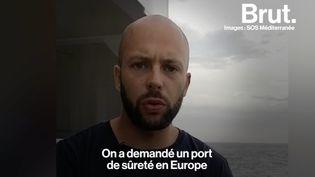 """VIDEO. Migrants bloqués en Méditerranée : """"C'est en aucun cas tolérable"""", fustige un marin-sauveteur (BRUT)"""