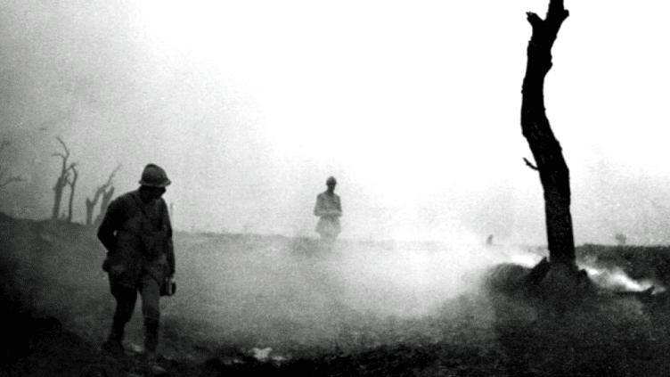 En 1916, la Bataille de Verdun fit plus de 700 000. Les photos de Frantz Adam, rendent hommage à ces soldats morts pour la France  (Fonds photographique Frantz Adam / AFP)