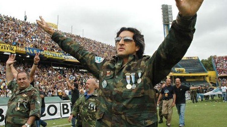 Des vétérans de la guerre des Malouines acclamés par des supporters de football de Rosario (Argentine) le 02-04-2006 (GUSTAVO ERCOLE / NA / AFP)
