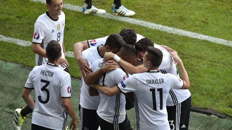 Boateng félicité par ses coéquipiers allemands 26062016