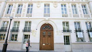 La façade du collège-lycée Montaigne, à Paris, en 2004. (JACK GUEZ / AFP)