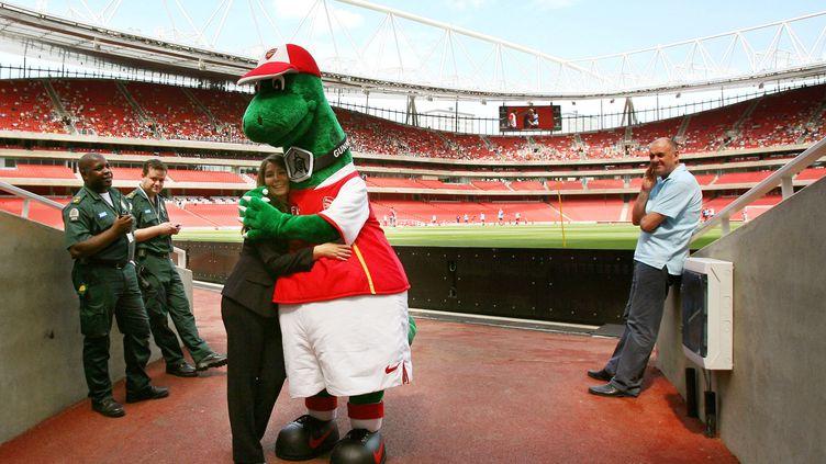 Le destin de Gunnersaurus, l'iconique mascotte d'Arsenal, est aujourd'hui incertain. (ADRIAN DENNIS / AFP)
