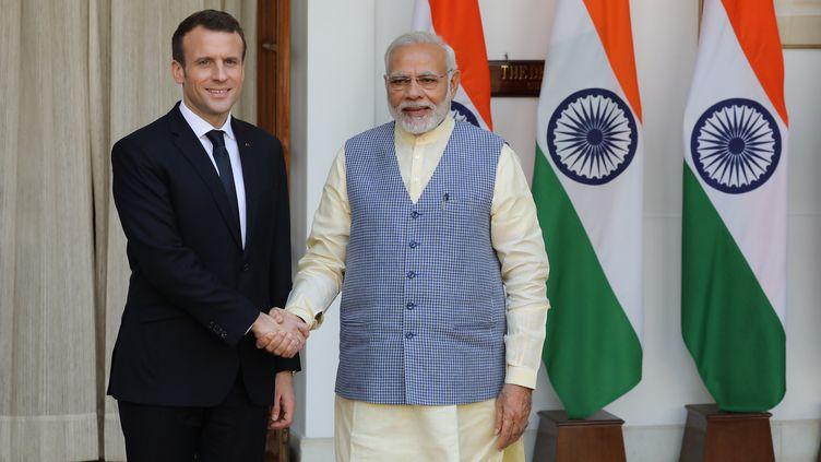 Le président français Emmanuel Macron et le Premier ministre indienNarendra Modi, à New Delhi (Inde), le 10mars 2018. (LUDOVIC MARIN / AFP)