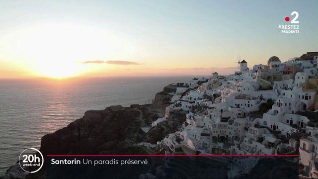 Tourisme : l'île grecque de Santorin attend le retour des touristes