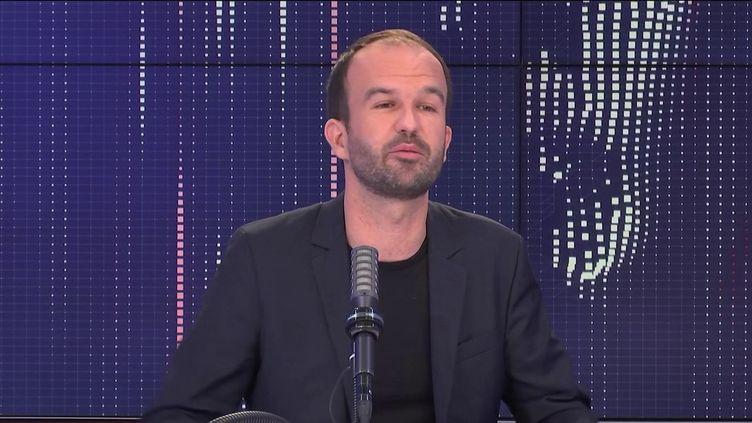 """Manuel Bompard, directeur de la campagne présidentielle de Jean-Luc Mélenchon était l'invité du """"8h30franceinfo"""", vendredi 1er octobre 2021. (FRANCEINFO / RADIOFRANCE)"""