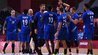 Les Bleus célèbrent leur victoire contre l'Allemagne, mercredi 28 juillet. (DANIEL LEAL-OLIVAS / AFP)