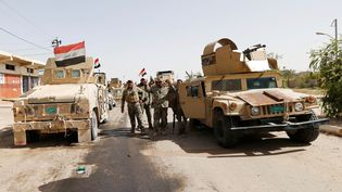 Les soldats irakiens paradent dans Falloujah (Irak), le 17 juin 2016 (THAIER AL-SUDANI / REUTERS)