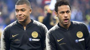 Les Parisiens Kylian Mbappé et Neymar, le 27 avril 2019 lors de la finale de la Coupe de France au Stade de France, à Saint-Denis (Seine-Saint-Denis). (DAMIEN MEYER / AFP)