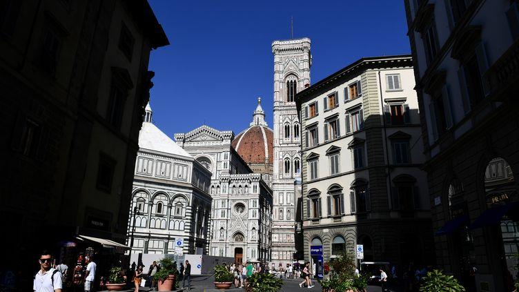Aux abords de la Cathédrale Santa Maria del Fiore, à Florence, juin 2019. (MIGUEL MEDINA / AFP)