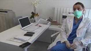 Paola Pedrini, médecin de famille dans la province de Bergame en Italie, a saisi avec d'autres confrères la justice italienne afin de réclamer du matérielpour se protéger et ne pas contaminer les patients, le 18 mars 2020. (GILLES GALLINARO / RADIO FRANCE)
