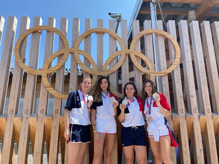 Les escrimeuses vice-championnes olympiques de sabre par équipes, avec de gauche à droite, Cécilia Berder, Sara Balzer, Charlotte Lembach et Manon Brunet, également médaillée de bronze en individuel. (CECILIA BERDER / RADIO FRANCE)