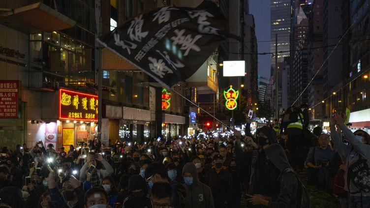 Des manifestants anti-Pékin dans les rues de Hong Kong, dimanche 8 décembre 2019. (ALASTAIR PIKE / AFP)