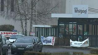 En France, le groupe Whirlpool a annoncé la délocalisation d'une usine de sèche-linge et la suppression de 290 emplois à Amiens (Somme). (France 2)