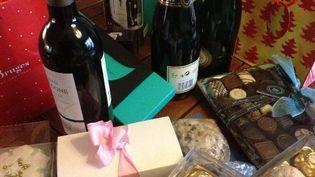 Les cadeaux de Noël offerts par les parents d'élèves au blogueur de l'Instit'humeurs. (LUCIEN MARBOEUF)