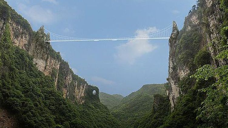 Le projet de pont transparent de Wulingyuan réalisé par l'architecte Haim Dotan. (haimdotan.com)