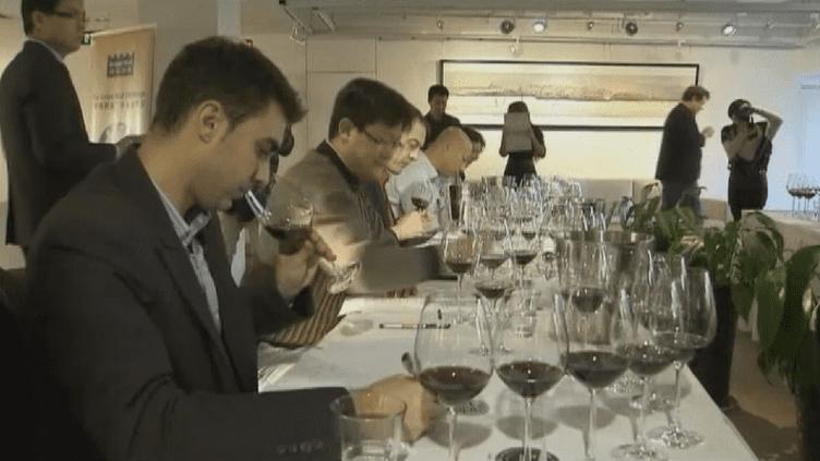 Une compétition de vins à Pékin entre crus chinois et étrangers, le 16 décembre 2011. (REUTERS)