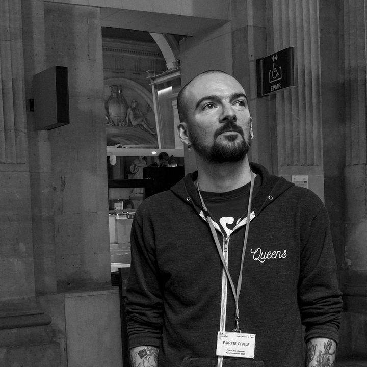 Thomas, partie civile au procès du 13-Novembre. CommeDavid Fritz-Goeppinger qui le photographie,il était ce soir-là au Bataclan. (DAVID FRITZ-GOEPPINGER POUR FRANCEINFO)