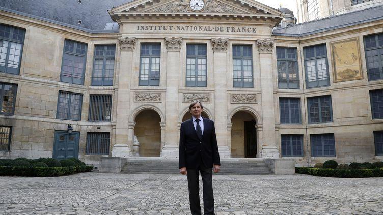"""Daniel Rondeau en octobre 2017 peu avant la remise duGrand Prix du roman de l'Academie francaise pour """"Mecaniques du chaos"""". (FRANCOIS GUILLOT / AFP)"""