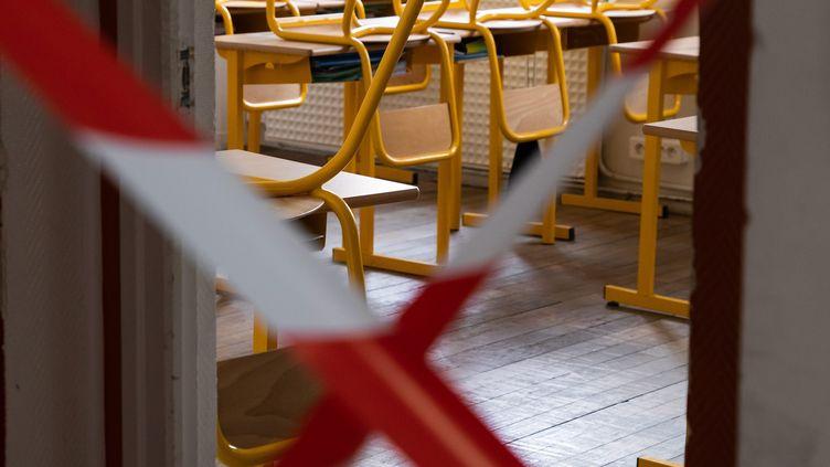 Une classe condamnée, le 7 mai 2020 à Paris. Photo d'illustration. (ALEXIS SCIARD / MAXPPP)