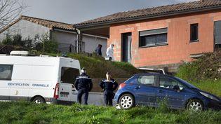 Des gendarmes effectuent des recherches au domicie de Delphine Jubillar et son compagnon dans le Tarn, en décembre 2020. (MARIE PIERRE VOLLE / MAXPPP)